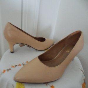 Clarks leather dress shoes pumps heels size 8.5M